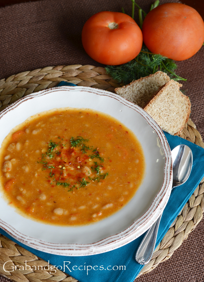 Slow Cooker White Bean Soup Recipe